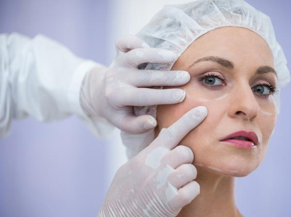 segurança e eficácia do enxerto de gordura em lifting facial